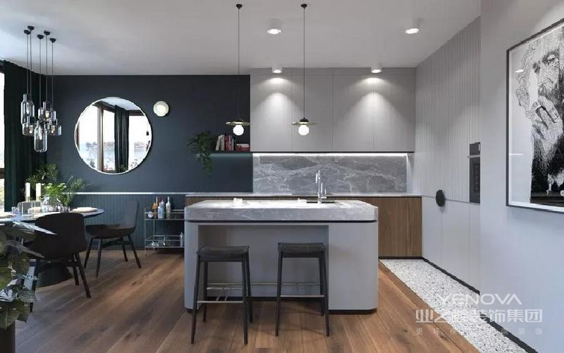 浪漫的软装来提升整个空间的格调感和舒适度,而两个卧室却又选择了独特的颜色搭配方案,让这个家多出了一些小清新感
