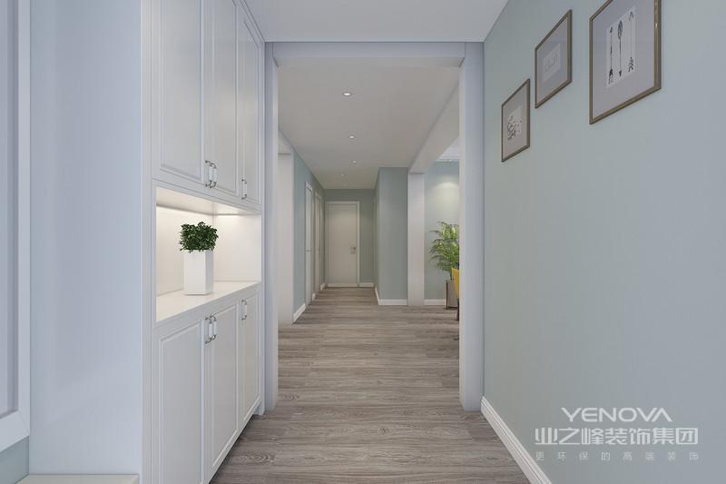 家装现代简约风格在目前来说,使用率还是比较高的,这也是与现代简约风格适合现代快节奏社会,设计装修简单有关系的。上面我们看了一下家装现代简约风格的特点和现代简约风格的理念