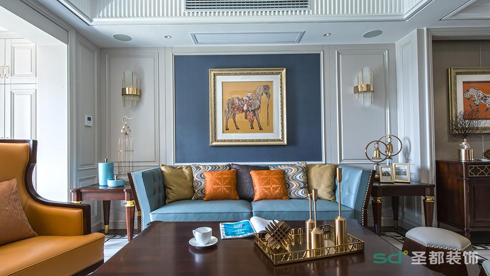 家具设计也秉承了这一特点,使空间呈现出更加利落的视觉感受。