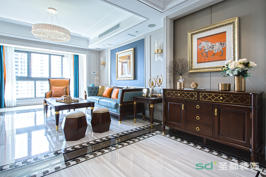 轻奢美式在传统美式的基础上做了简化设计,在米色的基础上又添加了天然的蓝色,简洁、明晰的线条,使整个空间充满自由的气息。