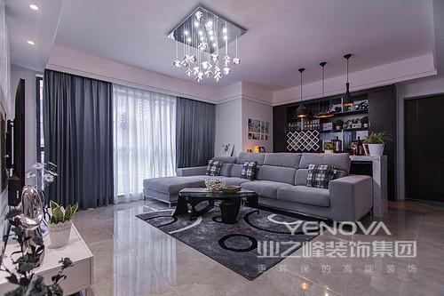 选用简洁的工业装饰产品,多采用直线、金属玻璃、不锈钢等材料来体现整体空间的现代感