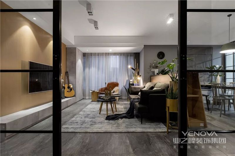 将客厅旁边的房间墙拆除,使得进入室内空间的采光和通风到达最佳效果,提升整体家居电费档次。