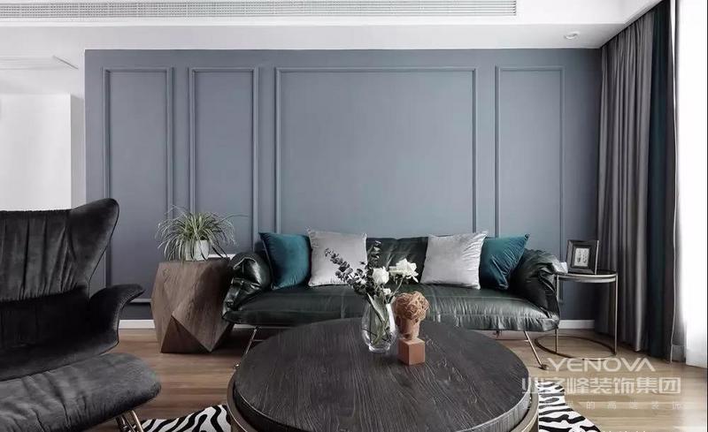 客厅,设计师大胆的采用撞色的手法,加大了视觉冲击力,让整个空间灵动而奇巧。