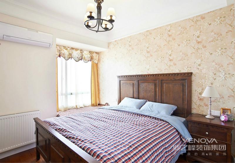 简单舒适的床垫成了卧室的主题。再搭配一些自己喜欢的插画照片,自己的小空间就这么出现了。