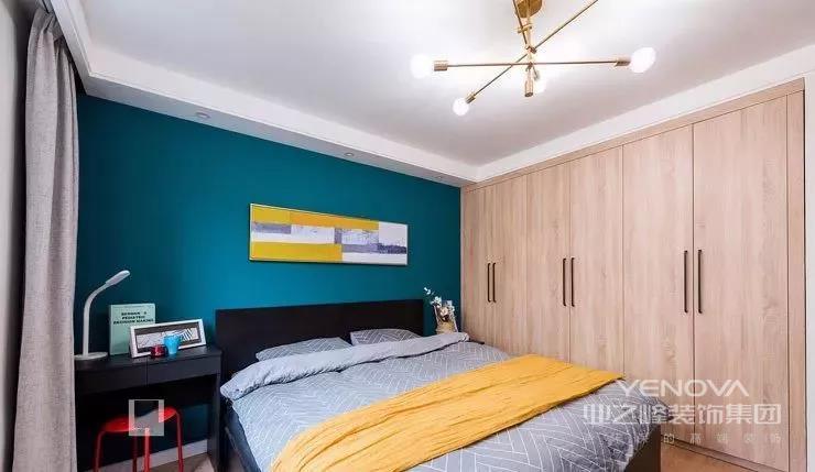 今天带来一个115平的北欧案例,房子是一个三居室,装修是选择了开放式厨房和卡座餐厅,仅占地14㎡,最大化地利用了有限的空间