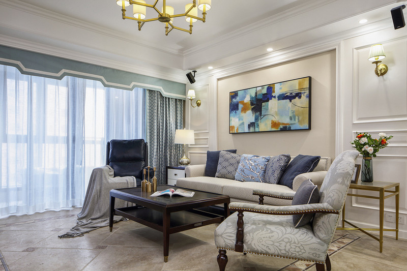 没有了浓重的色彩,空间以浅色为主,加入浅蓝色调,客厅清新有活力。
