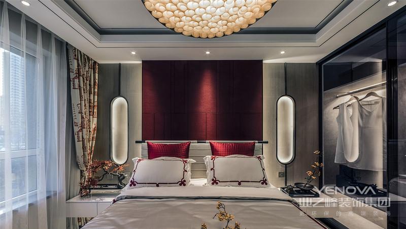 极具舒适度和实用性的居住空间里,中国结元素是空间的点睛之笔,红色是中国文化的底色,醇厚中又带着惊艳,灿烂至极。