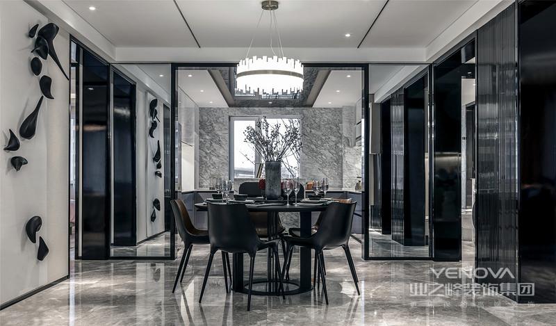 餐厅厨房不同功能的区域巧妙地分布保持着连续性,流畅的动线,悄无声息地给生活带来便利。