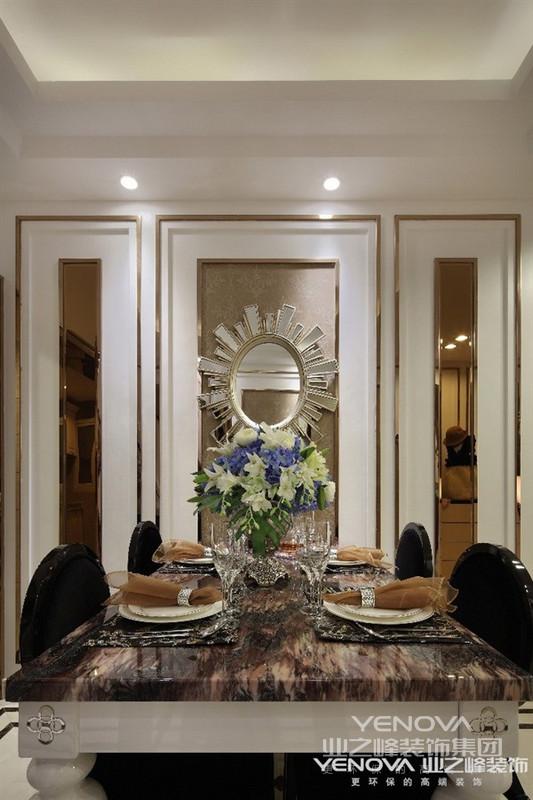 欧式的居室有的不只是豪华大气,更多的是惬意和浪漫。通过完美的曲线,精益求精的细节处理,带给家人不尽的舒服触感,实际上和谐是欧式风格的最高境界。同时,现代欧式装饰风格最适用于大面积房子,若空间太小,不但无法展现现代欧式装饰风格的气势,反而对生活在其间的人造成一种压迫感。当然,还要具有一定的美学素养,才能善用欧式风格,否则只会弄巧成拙。