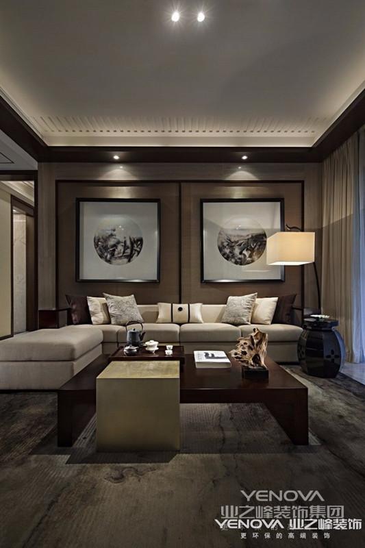 中式风格的室内设计古朴典雅,能反应出强烈的民族文化特征,让人一看就容易理解其文化内涵,特别是对中国人,更是有一种亲和力。所以现在很多室内设计师都很喜欢采用这种风格。 但是,在室内设计中采用中式设计时,要注意融入现代元素,一味的照搬古代设计范例,往往得不到好的效果,毕竟室内设计不同于古玩收藏,照搬照抄只会使设计看上去繁琐重叠,老气横秋,了无生趣。 只有既能体现中国传统神韵,又具备现代感的设计,才能是真正的中式风格。