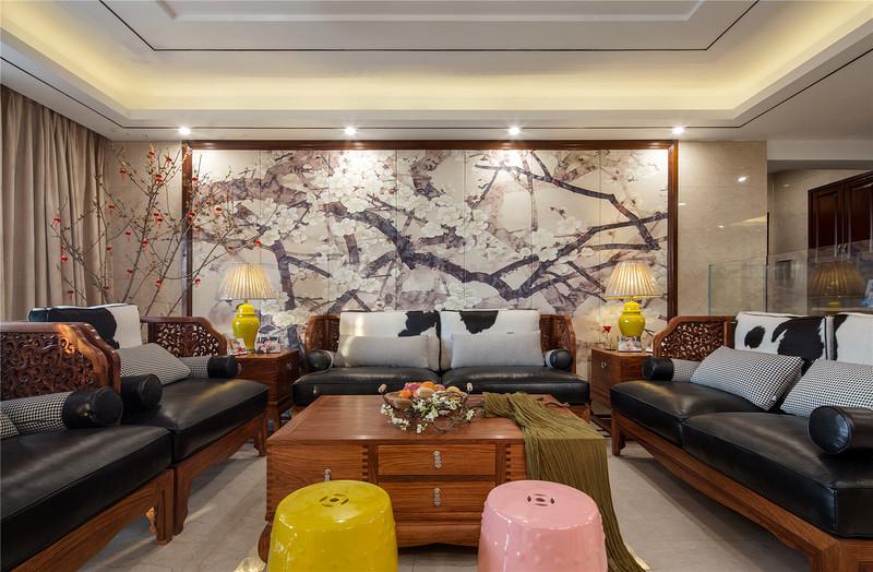 客厅的茶几沙发背景墙都运用了中式元素,结合现代风格,让中式风格别具一格。