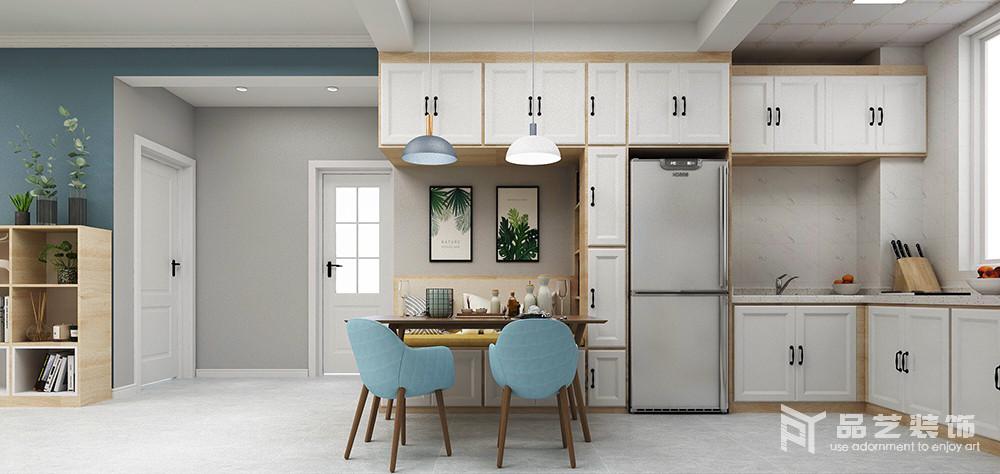 客餐厅开放式的空间格局,既突出空间感,也让生活有了互动性;浅灰色漆的墙面也因为门框和踢脚线的处理,多了一份结构之美,定制得卡座搭配原木餐桌,与收纳柜解决了实用性,同时,与蓝色北欧餐椅都成色彩和谐;蓝白圆盘吊灯的憨态、绿色挂画的青葱,让温馨变成一种温情。