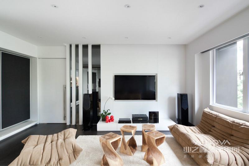 客厅茶几座椅很是别致,具有大胆创意的设计很是美观