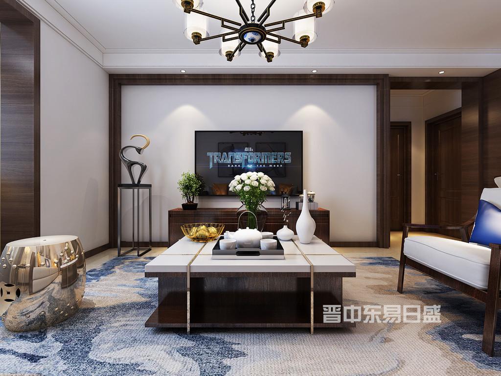 所以在家具的选择上,选择简单大气的新中式深木色家具,坐垫为淡色,靠抱枕的色彩来点缀沙发主体,在电视墙的选择上,采用简单的线条做一个边框,中间的地方和其他墙面一样是白色乳胶漆,使客厅更具整洁性。