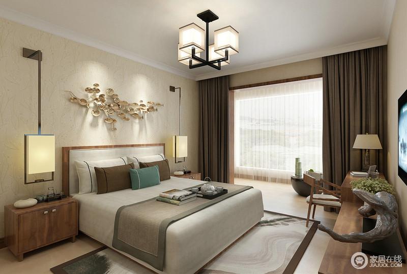 对称规整的卧室里,灯饰带着传统宫灯的古雅,使木色更加自然亲和;床品上的灰、褐色布艺延伸至地毯上,行云流水的图案仿佛蕴着水墨的宁静致远,一室的从容闲适。