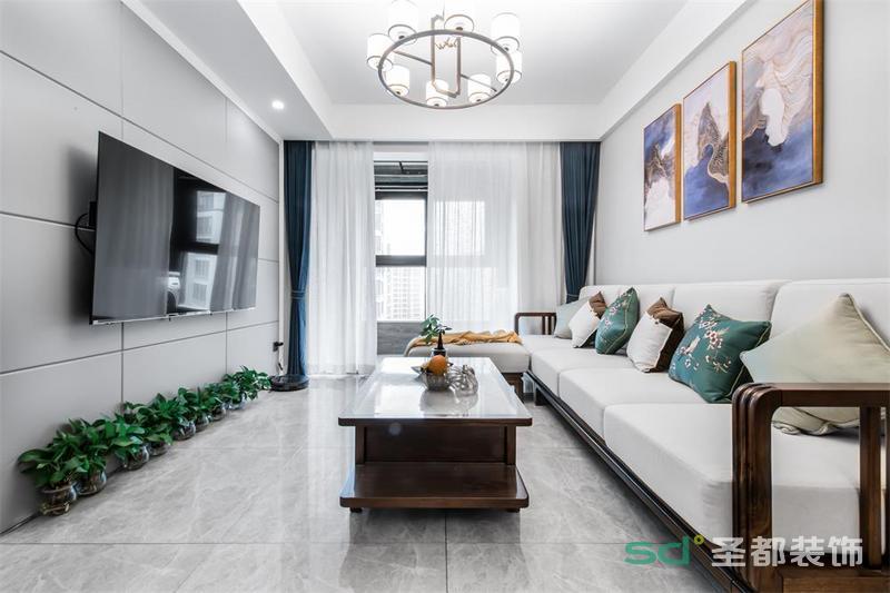 客厅将中式元素与现代家居完美融合,格调典雅质朴,色彩稳重成熟,呈现出一种令人舒心的美,源于中国的传统美学,也源于设计师骨子里对中式文化的沉淀和积累。