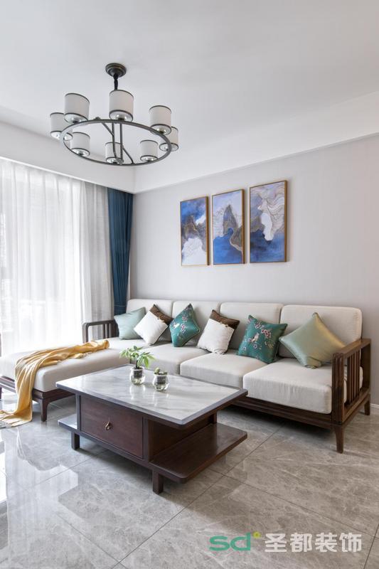 中式家具源远流长,唐代浑圆丰满、宋朝清淡雅致、明清时期更将其推向了简与繁的巅峰。朝代更迭促使中式家具变革创新,时至今日自成流派,各自诠释了其造型之美。