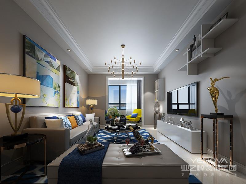 首先要说明的是简约是不等于简单的,这个是特别强调的。简约是经过深思熟虑过后经过创新设计得出的思路延展,而不是简单的堆砌或者是摆放。   2、简约风格设计不仅仅只体现在装修上,而另一部分还体现在家具配饰的搭配,比如小的屋子就不要为了显得阔绰而购买体积比较大的物品,应该购买生活必须的东西,如果能不占面积,可以折叠,功能多样化那就再好不过了。 3、简约风格设计说明一定要从实用出发,千万不能跟流行而盲目的不考虑其他因素。这样就会四不像了。简约风格背后能体现一个人的生活品味、 4、简约风格色彩设计也是非常重要的,一