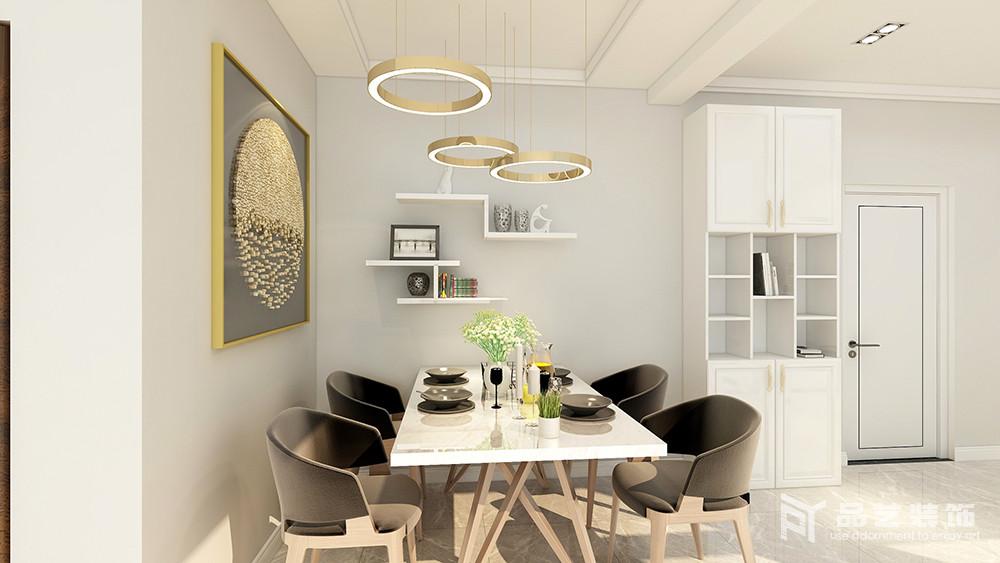 餐厅看似用色简单,却通过家具和配饰来为空间点缀,俞显得体;悬挂架简单收纳,搭配订做得挂饰、金属圆盘灯,带来一种金属闪烁,而现代家具组合更显时尚。