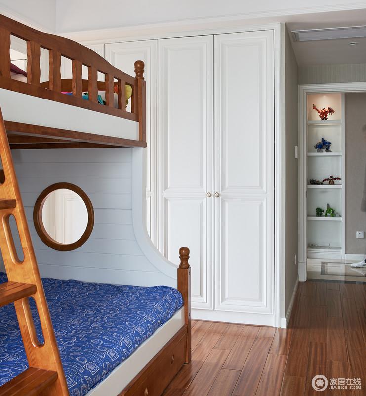 儿童房的设计别出心裁,充满了梦幻色彩。上下两铺的设计可满足两个孩子所需的空间要求,如今开放二胎的政策下,儿童房的设计也应跟上步伐。
