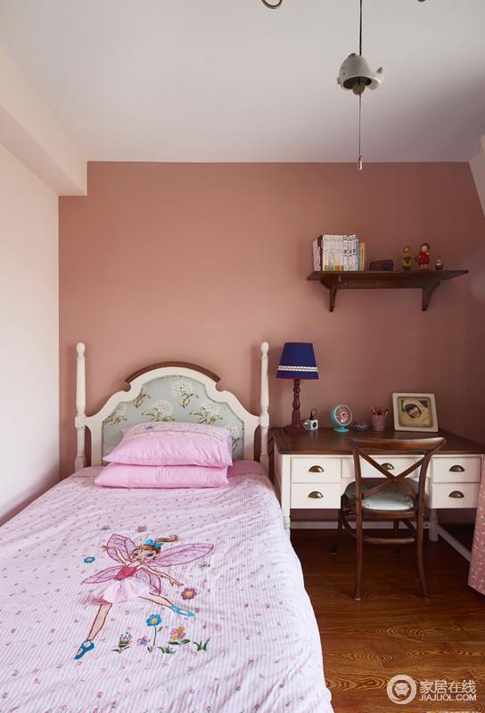 卧室则用了比较欢快的色彩搭配,作为少儿房即体现了功能性,又保留了美式的风格。