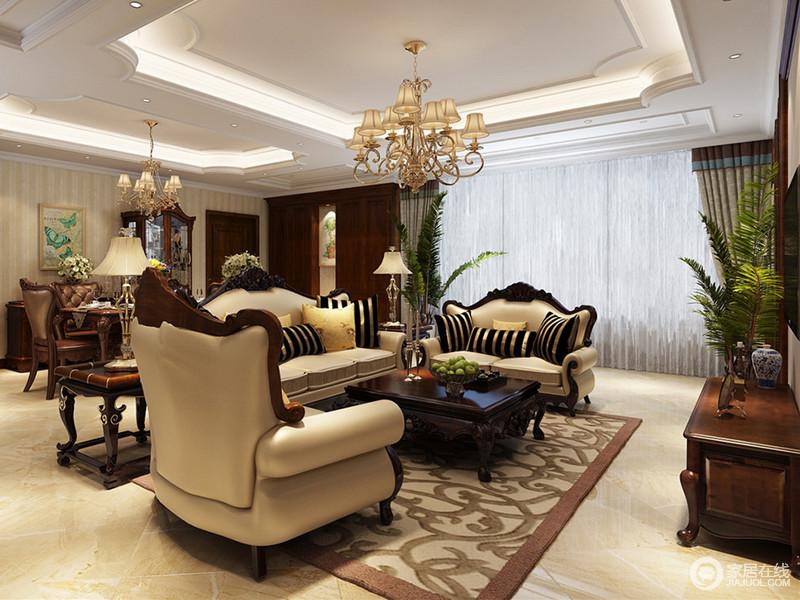 典雅的米黄色沙发顶端饰以雕花实木,与深色系的茶几呼应,卷曲的花枝地毯姿态缱绻铺陈其间,氧气绿植点缀在客厅角落,空间构筑出清新素朴的美式格调。