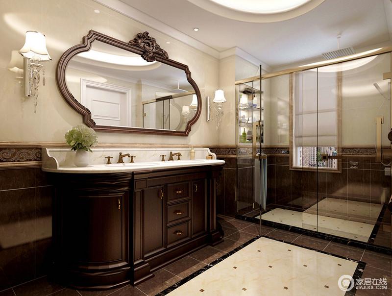 简约的卫生间里,墙面以拼接的理石演绎。色彩上的碰撞,盥洗台橱柜的呼应,使空间看上去清晰条理。淋浴区通过玻璃做干湿分区,内部墙面做了壁龛用于收纳。