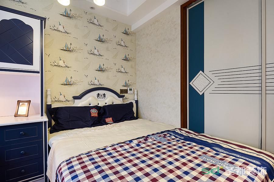 儿童房以海军风为主的色调,加上移门的搭配,突出了整个房间的活泼愉悦。