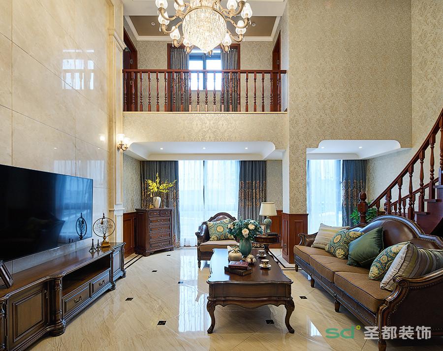 客厅在淡黄色光线的映衬下,呈现出雅致浪漫的韵味,明亮的光线从宽大的窗户照进,让客厅空间显得宽敞大气。