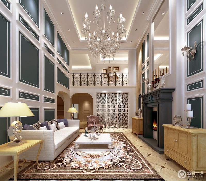 客厅立面利用白色和墨绿色来构建起一个几何层次明显、色彩清新的氛围,璀璨地欧式吊灯减去了繁复,流动着复古之光;实木黄色边柜位于灰色壁炉两侧庄重而古典,与沙发区的对称设计更显艺术。