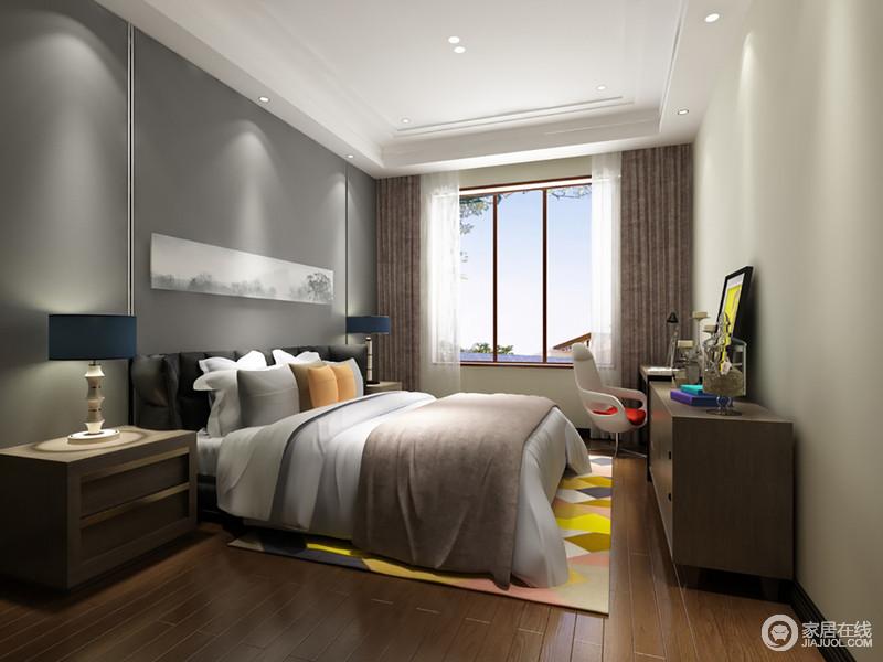 在运用灰色调的同时,加入缤纷艳丽的色彩,卧室显得活泼轻松起来。具有年代感的实木家具搭配造型现代时尚的单人椅,在柔和的日光下,空间展现出热忱的温暖感。