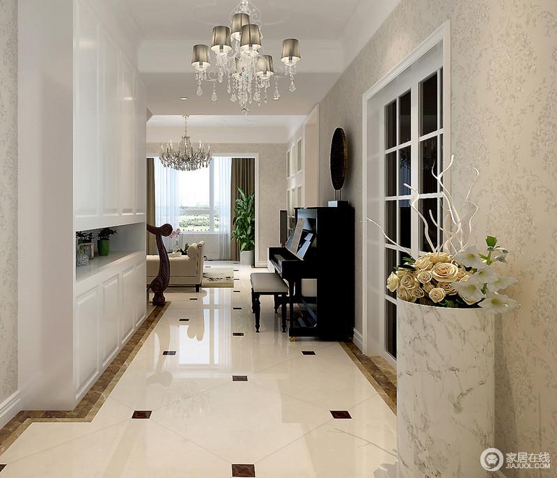 设计师突破既定的设计方式,将走廊区打造为一个开放式的音乐室,让小巧的空间多了些许乐感;白灰色水墨纹花瓶愈显中式清雅,让空间愈显细腻。