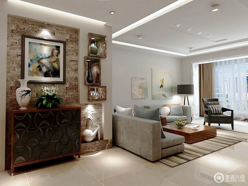 设计强调功能为设计的中心和目的,所以利用墙体重新打造出一个展陈区,将古董作为重点展示的同时增加空间的文化底蕴;大地色的立面在泼墨艺术画、实木边柜、白瓷瓶等共叙着中式与现代艺术。
