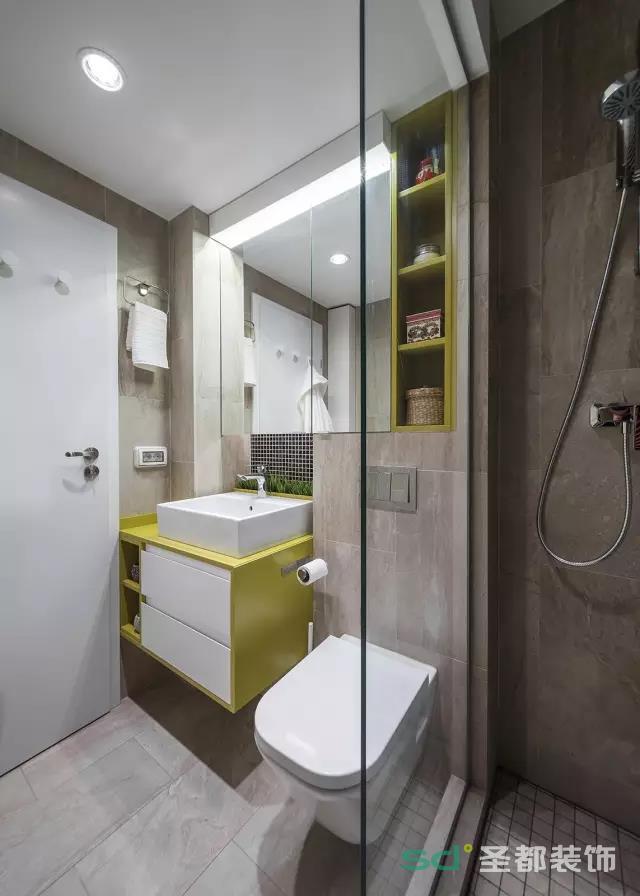 卫生间干湿分离,亮黄色的搭配,不那么沉闷,干净舒适。