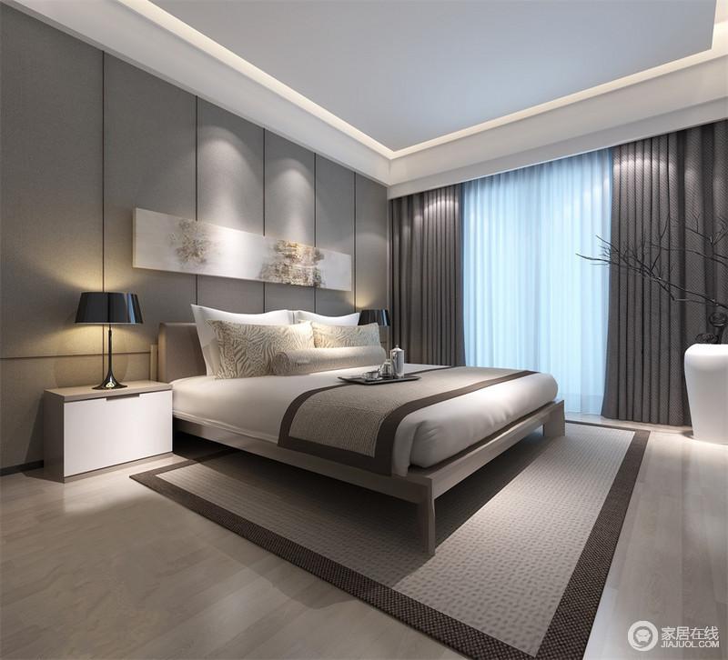 卧室运用了不同明度的灰色,意在营造平和沉稳的睡眠环境。没有主灯,以细腻的点光源打光,床头装饰的长条画作的图案在光线下,与靠枕图案浪漫呼应。