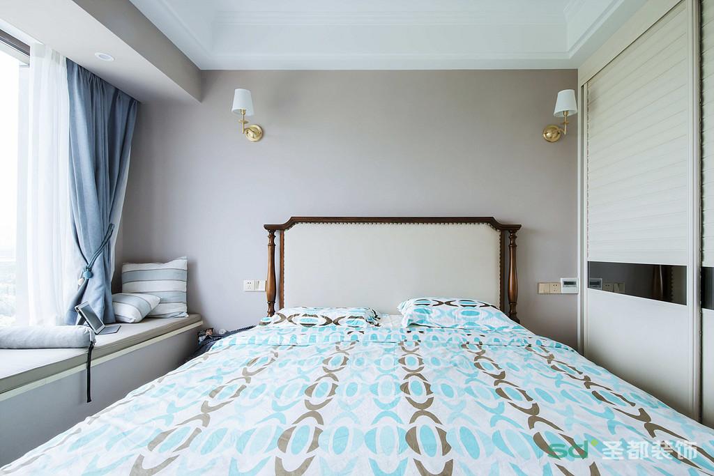 卧室布置较为舒适,作为主人的私密空间,主要以功能性和实用舒适为考虑的重点。