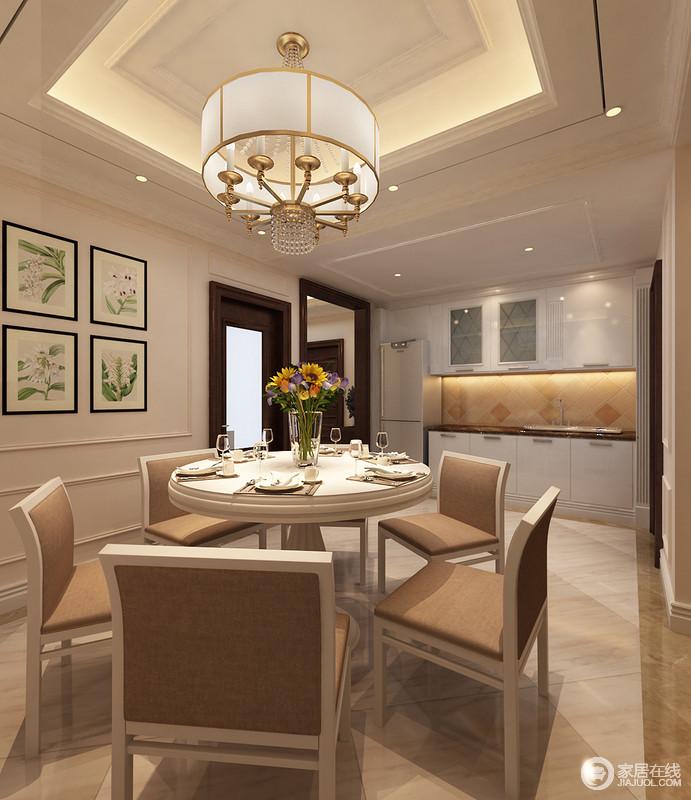 浅驼色空间十分轻快,让生活的格调更为轻松;一体式餐厨空间虽较为简单,但设计师有序的打造了整洁的氛围,利用金属圆形吊灯来渲染空间的奢华,而绿植挂画组又裹挟着自然之调,让家清新不少。