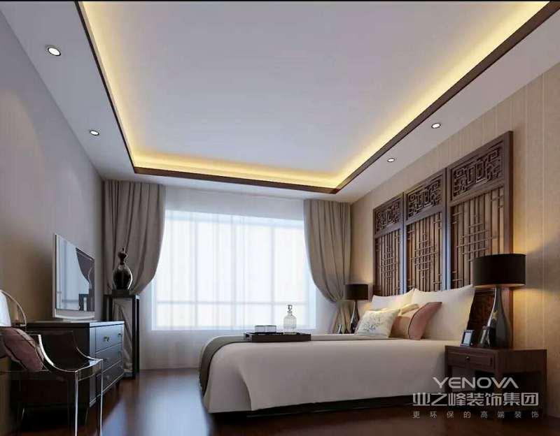 主卧的整体感觉延续一楼客餐厅的风格特色,鲜艳的杏黄,温暖的米白,再搭配赭石色抱枕,花艺,色彩和谐统一。