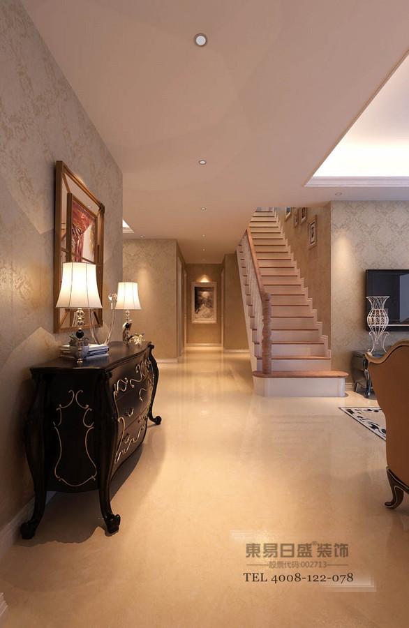 临沂御龙湾装修效方案对原建筑结构做了部分土建调整,楼梯位置洞口的调整使客户日后居住使用更加便捷舒适,同时对二层不同功能区的分配也为客户增加了不少的使用空间。设计围绕低调的奢华展开,欧式中以简洁舒适为主。