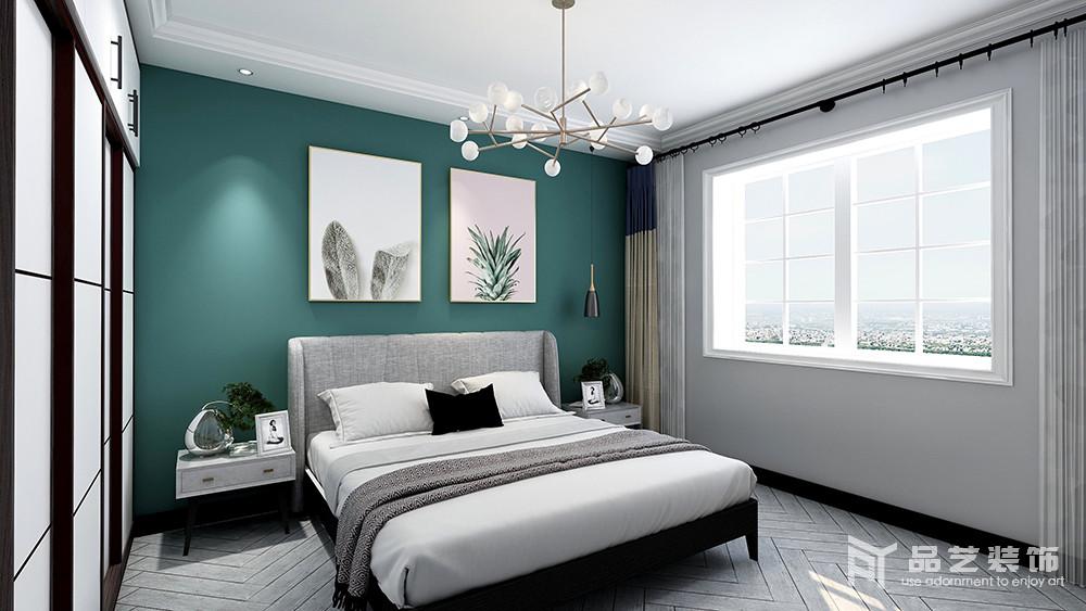 卧室原本铺设了灰色波纹地板,搭配浅灰色漆自然地奠定了空间的冷调和静雅,而背景墙粉刷了绿色漆搭配简画,让空间多了些许清新;金属球泡吊灯与黑色黄铜壁灯以简约时尚的设计,提升了空间的精致感,同时,以黑白色的反差,来呼应衣柜、床品,让生活裹挟着简约艺术,成就生活的舒适。