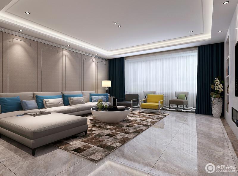 室内整体呈中性色调,利落而愈显素雅,灰色布艺沙发在蓝色靠垫的点缀中时尚而精致;客厅电视背景墙采用石材作为亮点,增加了实用性和现代质感;个性的圆几与几何块地毯升华了温馨。
