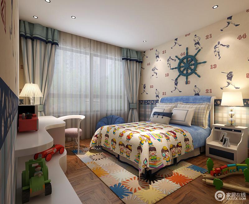 """墙面乳色调运动风壁纸增添了空间的流动感,也传递着这个空间以""""运动""""为主题的设计;设计师利用彩色花形地毯和蓝色卡通床品突显空间童趣,和谐而充满生机,各式色彩迥异的玩具更是锦上添花。"""