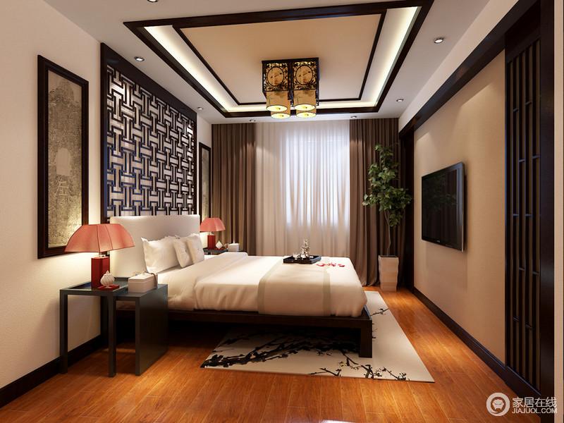中式花窗纹样的使用,将朴拙的禅蕴注入空间,搭配浅色系的床品、织物,灵动出江南婉约。造型独特的床头架上橙红色台灯,在光线营造下,透着俏丽多情。
