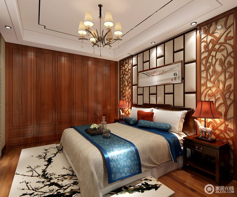 木色中一点幽蓝,在水墨芳华中尽展古意浓情。细腻的雕花饰以床头,现代软包方格加以调剂,悬挂的画作意境呼应地毯上的墨色,隐形的衣柜释放出更多活动空间。