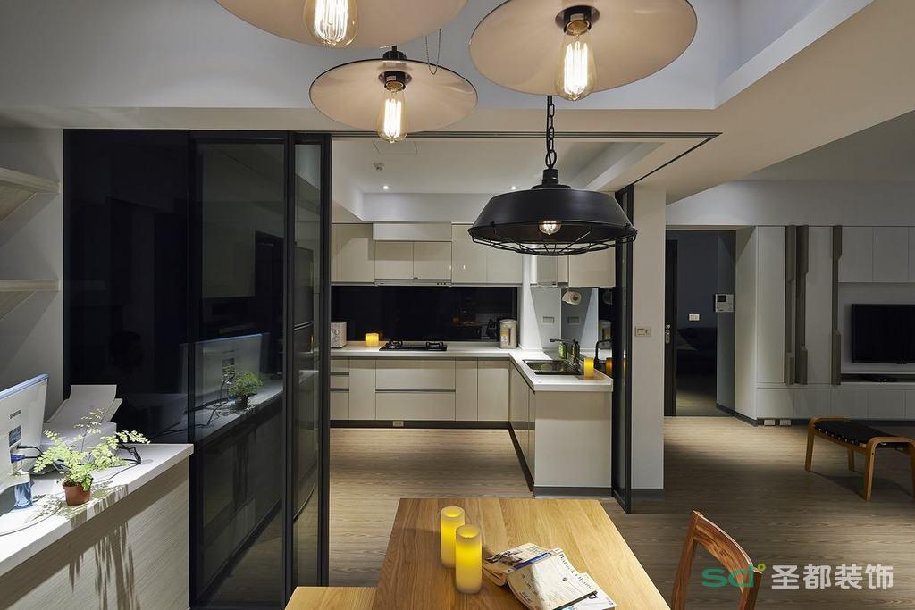 厨房装饰上摒弃了过多的繁琐与奢华,以舒适机能为主导,兼具视觉上的优美造型与实用上的功能兼备。