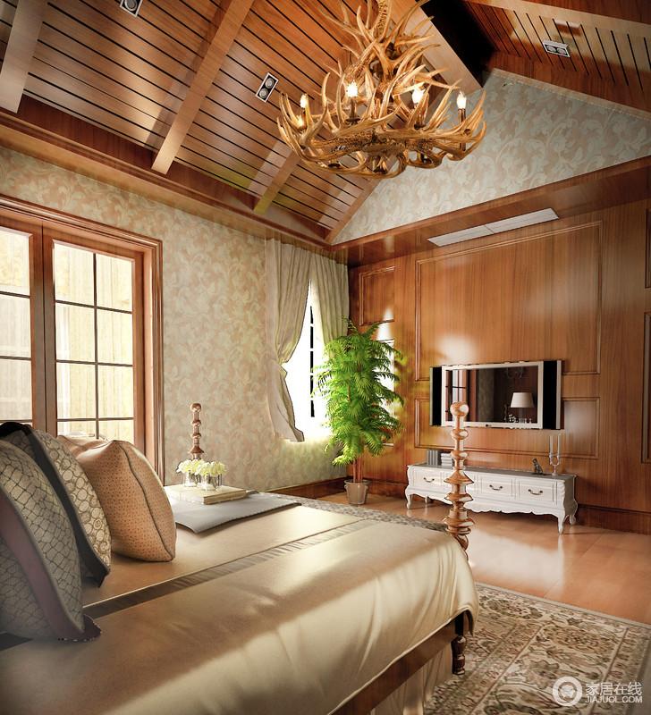 自然气味浓重的卧室里设计师通过浮雕壁纸与其相配,以婉约的方式表达着美式华丽;考究的家具和珍贵木材打造的边柜或者四柱床都是卧室最实用,也最具设计感的,温馨之余更显贵气。
