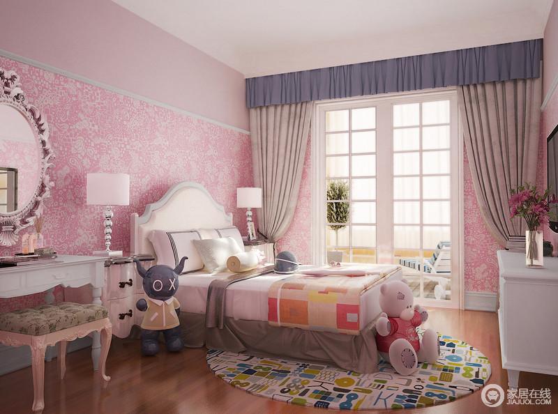 俏皮可爱的壁纸在粉色的渲染中多了份甜美,白色家具依然有着美式设计的踪迹,但是因为白色的缘故,而清新了不少;设计师运用了不少现代感的家具或者摆饰,让整个空间静美清雅。