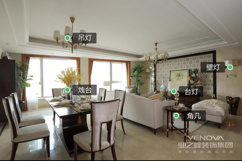 入门往里走,右边映入眼帘的是客厅餐厅一体式设计,空间宽敞明亮,各种花束绿植装饰让空间充满了浪漫自然的气息。