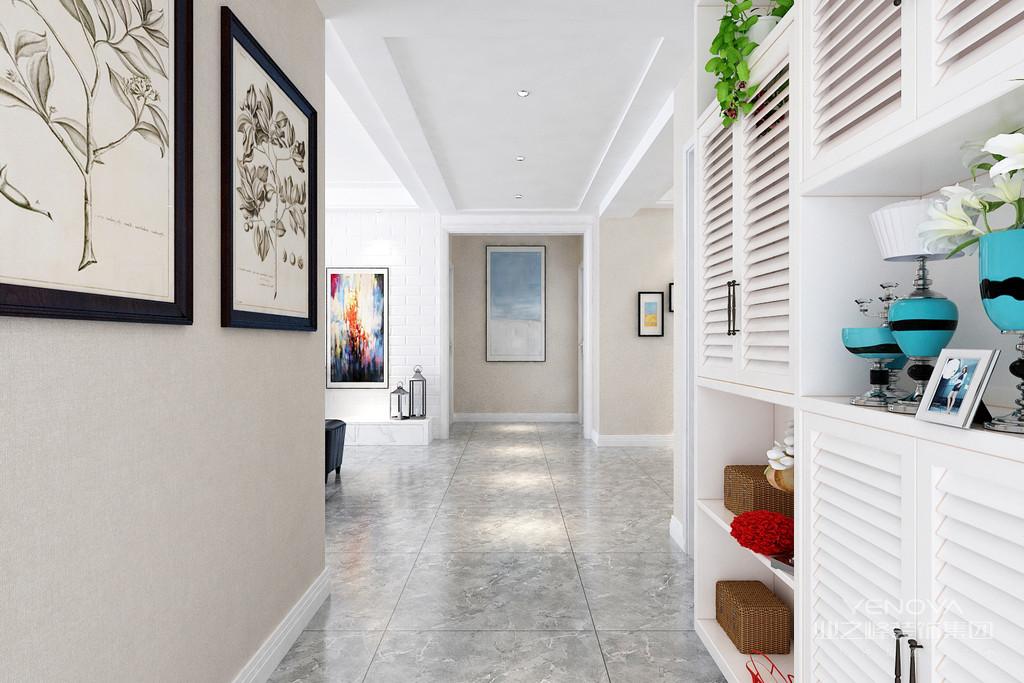 欧式风格装修的房间应选用线条繁琐,看上去比较厚重的画框,才能与之匹配。而且并不排斥描金、雕花甚至看起来较为隆重的样子,相反,这恰恰是风格所在。