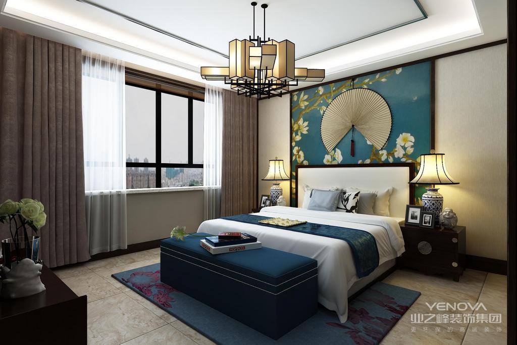 卧室内海棠的床头背景和床尾凳呼应,